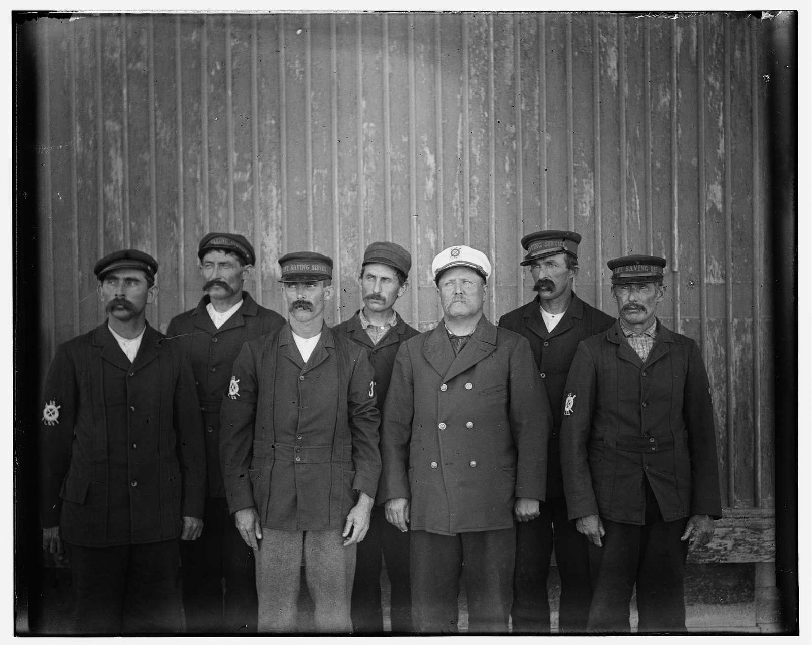 [Kitty Hawk lifesaving crew: Captain Joseph Payne, Oliver T[...]ford, Jos. Best, Ben Toler, Tom Suerling, and Tom Heintz]