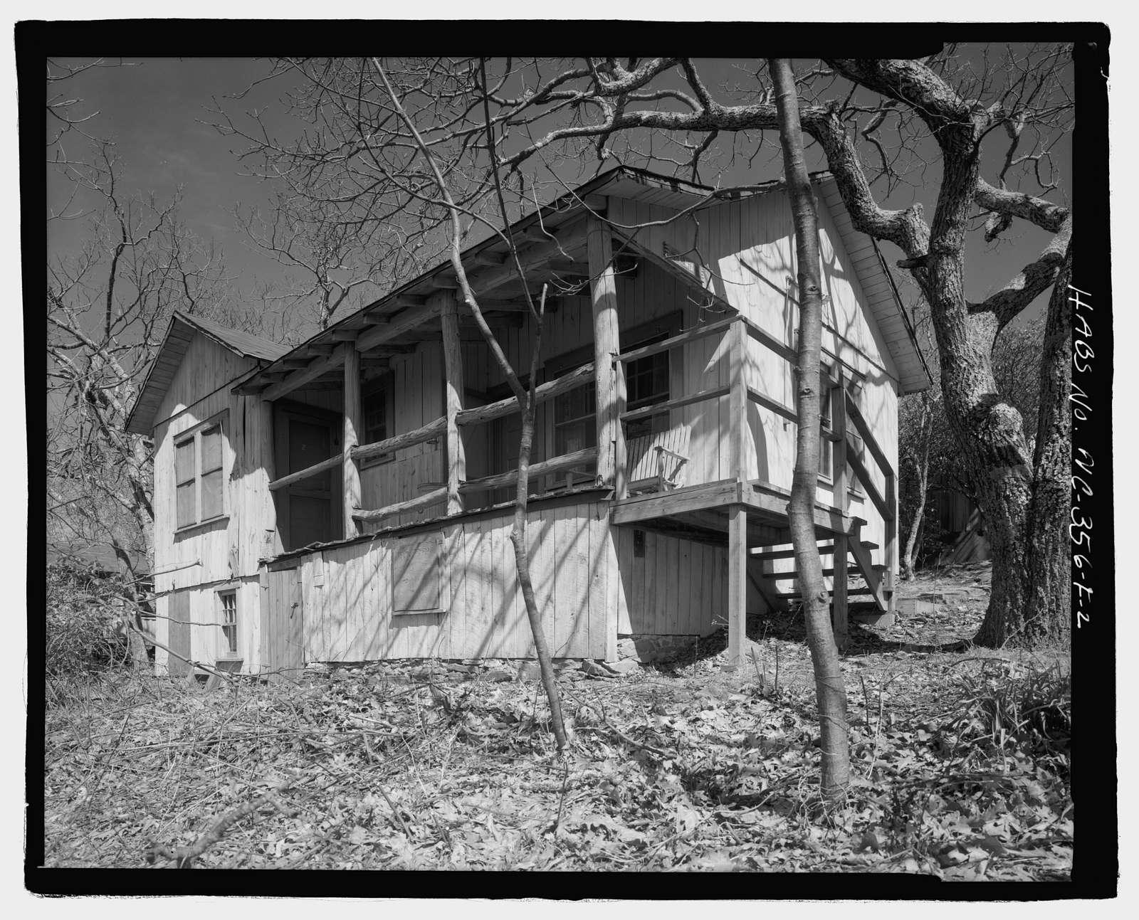 Pisgah National Forest Inn, Kalmia Cabin, Blue Ridge Parkway Milepost 408.6, Asheville, Buncombe County, NC